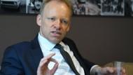 Der Präsident des Münchner Ifo-Instituts, Clemens Fuest, lehnt Kühnerts Forderungen rundheraus ab.