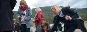 Angehörige gedachten am Freitag der Opfer der Germanwings-Katastrophe im französischen Vernet.