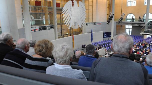 Senioren als Gäste im Bundestag