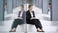 Für Frauen in Führungspositionen ist der Spagat zwischen Familie und Beruf oft sehr schwierig.