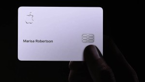 Erste Kunden erhalten Apples Kreditkarte