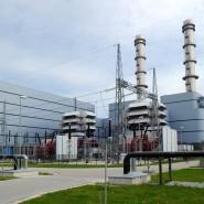 Gaskraftwerke wie dieses im bayerischen Irsching gelten als verhältnismäßig sauber. Aber auch sie laufen mit fossilen Brennstoffen.