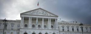 Am Parlament in Lissabon: Portugal hat im vergangenen Jahr das 3-Prozent-Defizitkriterium wieder eingehalten.