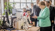 Angela Merkel ist heute im High-Tech-Zentrum Shenzen unterwegs.