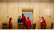 Das war's: Nach dem Urteil verlassen die Richter den Saal