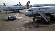 Flugbegleiter streiken auch nächste Woche