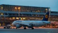 Lufthansa-Flieger bleiben heute und morgen am Boden