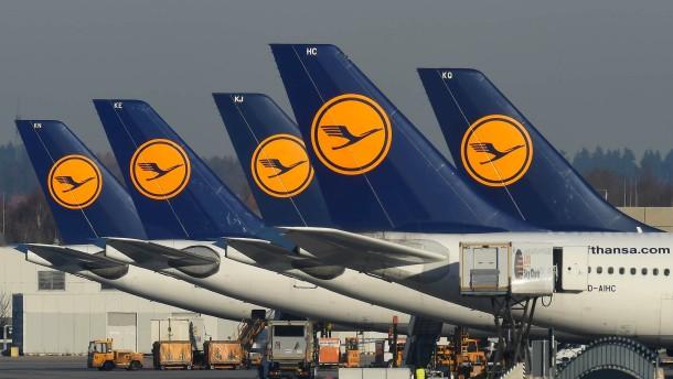 Lufthansa-Mitarbeiter stellen sich gegen Piloten