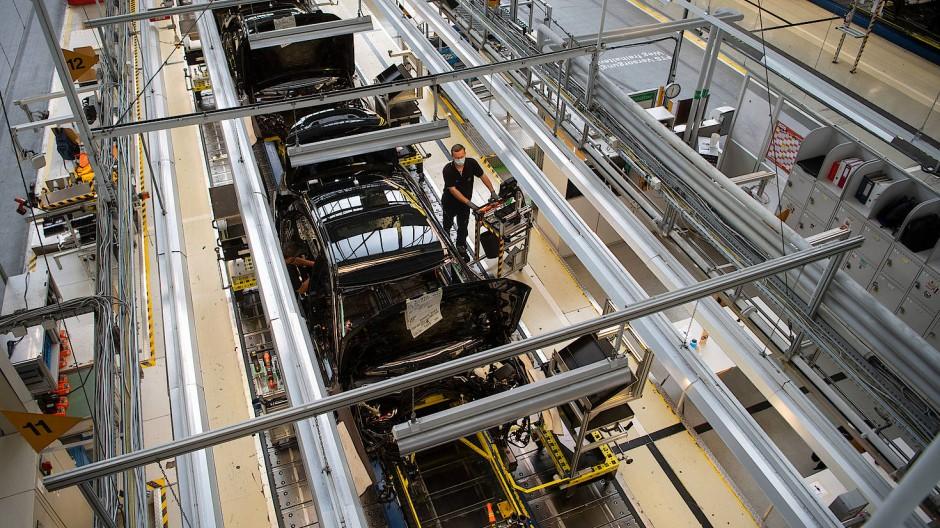 Die Krise setzt der ohnehin im Strukturwandel befindlichen Autobranche zu.