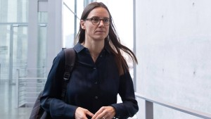 Blockade in Wolfsburg verhindert Katrin Suder