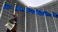 Die Corona-Krise hält Brüssel im Griff: Auch am Sitz der Kommission, dem Berlaymont-Gebäude, herrscht Maskenpflicht.