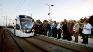 In Edinburgh rollt wieder die Straßenbahn