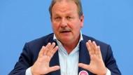 Verdi-Chef Bsirske lehnt Tarifeinheitsgesetz ab