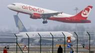 Führungskräfte und Piloten von Air Berlin verzichten auf Gehalt