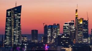 EZB-Aufseher kündigen niedrigere Gebühren für kleine Banken an