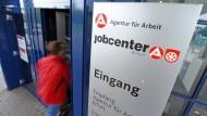 Jobcenter verhängten 2016 wieder mehr Sanktionen