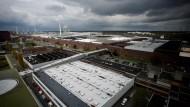 Auch im Stammwerk von Volkswagen in Wolfsburg schlägt sich der Streit mit den Zulieferern nieder.
