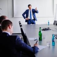 Kremer bei der Präsentation seiner Analyseergebnisse vor dem Investmentkomitee