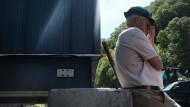 Almost Heaven: Dieser Mann in West Virginia hat im Frühjahr 2017 zwar Arbeit in einem Kohlebergwerk. Trotzdem gehört die Sorge ums Geld dazu.