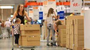 Ikea kauft Vermittler von Möbelaufbau-Helfern