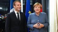 Frankreichs Präsident Macron und Bundeskanzlerin Merkel beim EU-Gifpel in Tallinn