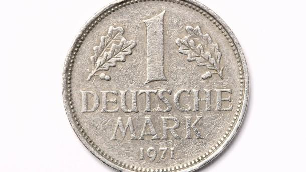 Sachaufnahme: 1 Tafel Schokolade und 1 DM-Münze