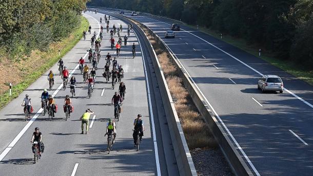"""Ziemiak hält Grünen-Vorstoß gegen neue Autobahnen für """"Spinnerei"""""""
