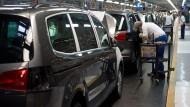 Die Zahl der Aufträge für Maschinen oder Autos wuchs kräftig.