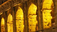 Das Kolosseum in Rom bei Nacht.