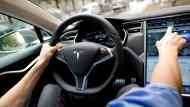 Tesla fuhr bei tödlichem Unfall offenbar zu schnell