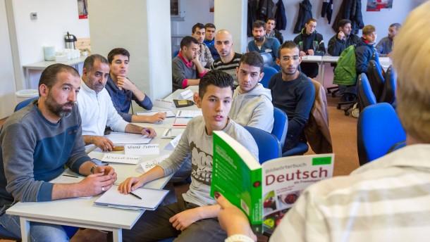 Wirtschaft dämpft Erwartungen an Integration von Flüchtlingen