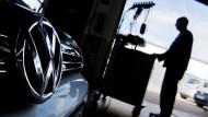 VW-Aktionäre wollen Aufklärung per Gericht erzwingen