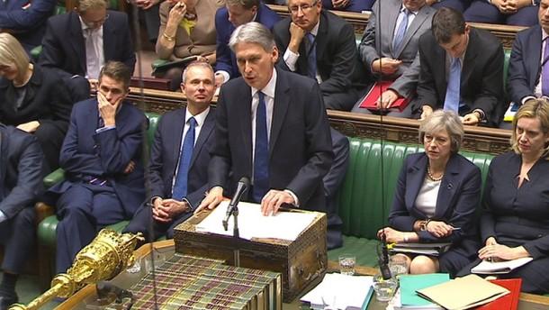 Brexit reißt Loch in den Staatshaushalt
