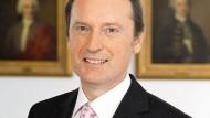 """""""60 Prozent der Gewinne kommen aus dem Zinsergebnis"""", sagt Peters, der in erster Funktion Chef der Berenberg Bank in Hamburg ist."""