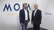 VW-Vorstandschef Matthias Müller (rechts) und Ole Harms, der die Sparte Moia leitet