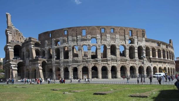 italien kolosseum in rom wird restauriert. Black Bedroom Furniture Sets. Home Design Ideas
