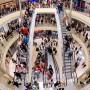 Die Deutschen kaufen mehr ein - vielfach aber mittlerweile im Internet und nicht mehr in Kaufhäusern.