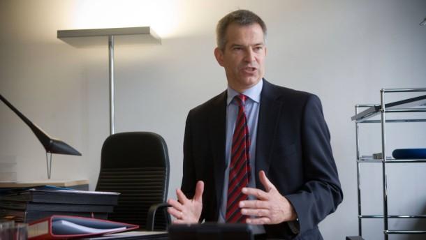 Michael Frege  - der Frankfurter Insolvenzverwalter  von der Kanzlei CMS Hasche Sigle  spricht mit Corinna Budras über seine Arbeit als Insolvenzverwalter der deutschen Lehman-Gesellschaft