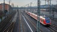 Nach dem Rücktritt von Bahnchef Grube fordern nicht nur Gewerkschafter einen radikalen Schritt.