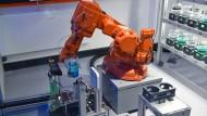 Automatisierung: Jeder achte fühlt sich durch Roboter ersetzbar