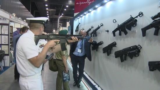 Rüstungsmesse an der Ostsee