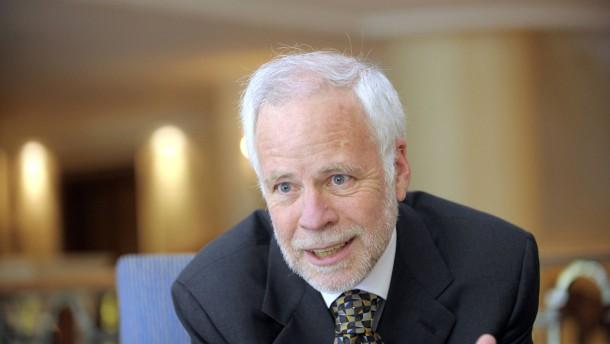 Barry Eichengreen - Der amerikanische Wirtschaftswissenschaftler und Professor für Ökonomie und Politik an der University of California, Berkeley, stellt sich den Fragen von Georg Meck im Münchener Hotel Bayerischer Hof