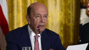 Handelsminister Ross verkauft Aktien – jetzt erst
