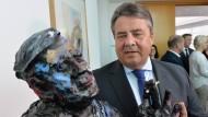Der Präsidiumssaal in der SPD-Zentrale heißt mittlerweile Helmut Schmidt Saal - inklusive einer Büste des verstorbenen Kanzlers.