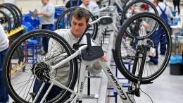 Ostdeutsche arbeiten länger, verdienen aber weniger