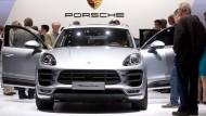 Im Porsche Macan sollen die Prüfer illegale Abschalteinrichtungen gefunden haben.