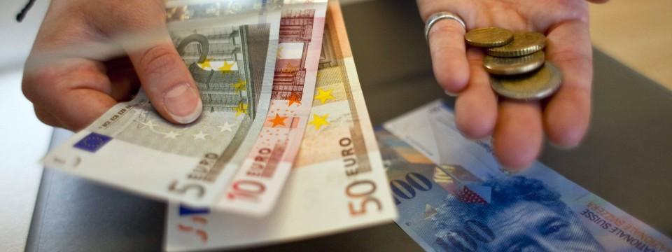 nach franken freigabe gehen schweizer banken euro scheine aus. Black Bedroom Furniture Sets. Home Design Ideas