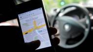 Taxifahrer greifen Uber mit Mehl und Eiern an
