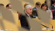 Seehofer kündigt größte Steuersenkung aller Zeiten an