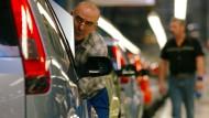 Besonders im Fahrzeugbau ist man über verdiente Mitarbeiter froh.